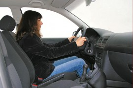 Met de Rijopleiding in Stappen (RIS-opleiding) leer je in verschillende fasen gestructureerd autorijden. ©Jürgen Fälchle - Fotolia