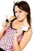 Als je geslaagd bent voor je praktijkexamen vraagt het CBR zo snel mogelijk je rijbewijs aan. Dit is tegenwoordig een pas in creditcardvorm.©Stephanie Eckgold - Fotolia
