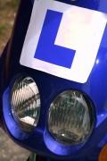 Om de weg op te mogen, dien je eerst het praktijkgedeelte voertuigbeheersing behaalt te hebben. Zonder dit examen met goed gevolg afgelegd te hebben, mag je niet verder.©gemlea - Fotolia